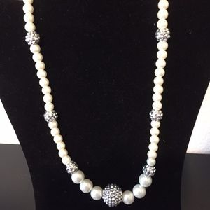 Blingy Pearl Necklace. Add this to your bundle!